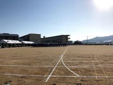 整地された運動場で開かれた体育会。生徒たちの元気な姿は地域を励ましてくれた