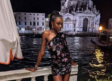 Victoria Secret Angel Leomie Anderson Looks Sexy In Venice