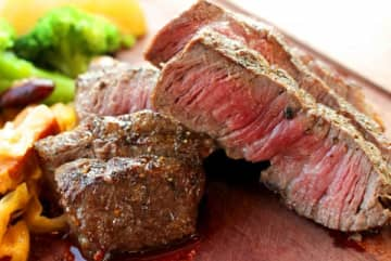 糖質制限を行えば、脂の多い肉など、おおむね食べ放題