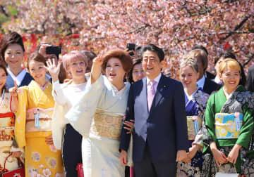 桜を見る会の巨額税金支出、財務省が見過ごしか…米国有利の日米FTA交渉の目くらましか