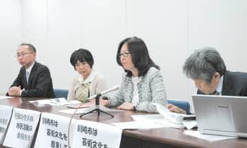 映画「主戦場」の上映に懸念を表明した川崎市の対応に抗議する声明を提出した後、記者会見する市民や弁護士有志=川崎市役所