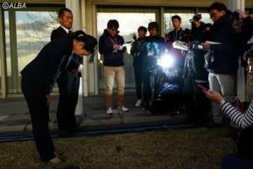 報道陣の前で不適切発言を謝罪した笠りつ子(撮影:鈴木祥)