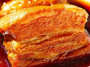 従来の豚の角煮の作り方とはずいぶん違うのですが、まさに豚肉好きのための角煮の簡単レシピをご紹介します。