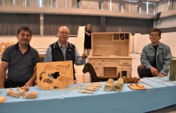 「綾工芸まつり」に合わせ、子どもが楽しめる玩具などを制作した綾町の木工作家