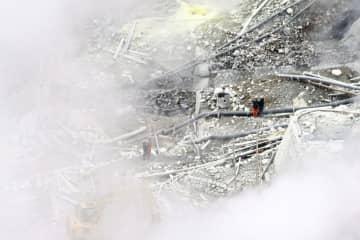 土砂崩れの影響で配管損傷などの被害を受けた温泉供給会社の設備=10月31日、箱根町
