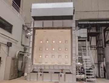 新設した加熱炉。合計22個のバーナーを使うことで1200度まで温度が上昇する