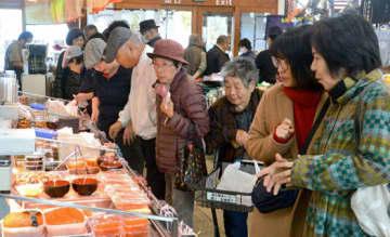 多くの来場者でにぎわう北海道物産展の会場