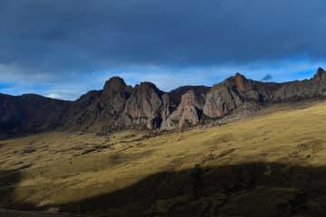 高原の冬景色 青海省玉樹チベット族自治州