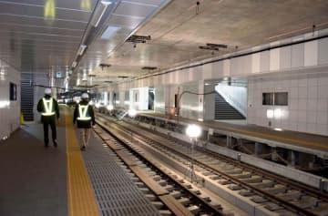 報道陣に公開された京急大師線の産業道路駅地下ホーム=2019年1月