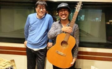(左から)松任谷正隆、Charmさん