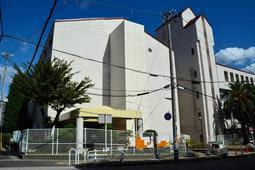 教員間暴力が発覚した東須磨小学校=4日午後、神戸市須磨区堀池町1