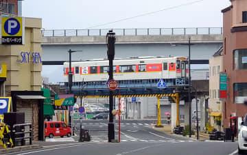 松浦鉄道西九州線 松浦~潜竜ヶ滝 で佐川急便が貨客混載、九州初 トラック往復2台分減