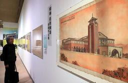 貴重な設計原図が並ぶ会場=神戸市東灘区、神戸ゆかりの美術館(撮影・大森 武)