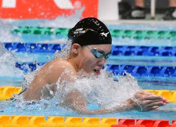 女子100メートル平泳ぎで優勝した青木玲緒樹=東京辰巳国際水泳場