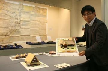 全国各地の伝統的建造物の模型や杵築の古地図などを展示している=杵築市のきつき城下町資料館
