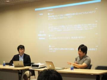 対談する石川社長(左)と片山さん。背後には会場からの質問がリアルタイムで表示されている(写真はアイデミー提供)