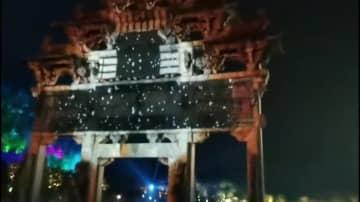 「桃源郷」の夜を彩る光のショーを楽しむ 安徽省黄山市