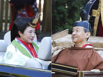 【(右)参拝を終え馬車で移動される天皇陛下、(左)オープンカーで参拝に向かわれる皇后さま=伊勢市の内宮行在所前で】