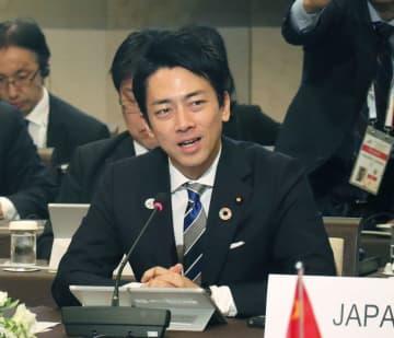 日中韓の環境相会合で発言する小泉環境相=24日午前、北九州市