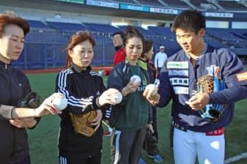 女性に野球の楽しさを エコスタでフェスタ