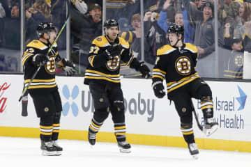 NHL、ブルーインズが首位守る