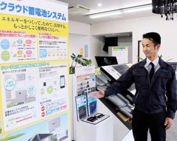 「卒FIT」商戦で、蓄電池販売に力を入れるK―PLANの山田社長(右)=福井県越前市家久町