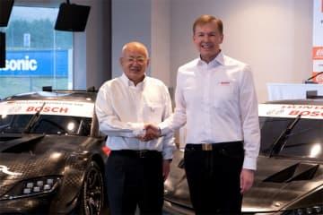 スーパーGTアソシエイションの坂東正明氏(左)とボッシュのマルクス・ハイン取締役