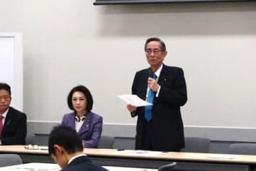 Naoko Iwanaga / BuzzFeed HPVワクチンの積極的勧奨再開を目指す自民党の議員連盟の会長となった細田博之・衆院議員(右)と呼びかけ人の三原じゅん子・参院議員(左)