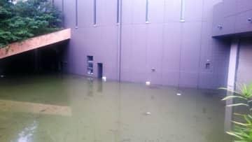 水没した市民ミュージアムの地下部分。右にあるのが、搬入口のシャッター