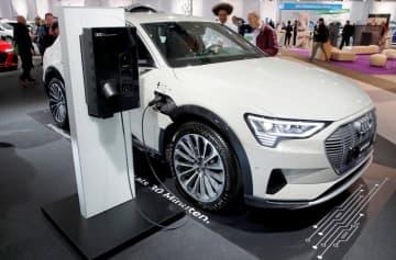 アウディの電気自動車=10月31日、スイス・チューリヒ(ロイター=共同)