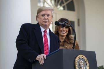26日、ワシントンのホワイトハウスで演説するトランプ米大統領(ゲッティ=共同)