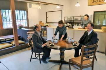 JR松尾寺旧駅舎内に設けられたカフェ。舞鶴茶などが楽しめる(舞鶴市吉坂)
