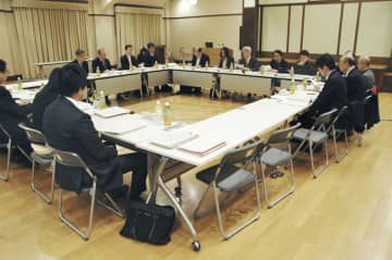違法ダウンロード規制の在り方を話し合う文化庁の有識者検討会の初会合=27日午前、文化庁