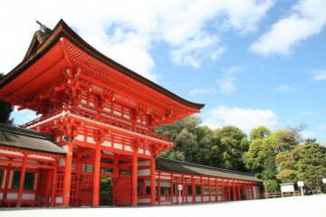 京都最強の縁結びパワースポット「下鴨神社」と周辺グルメ3選【みたらし団子発祥のお店も】