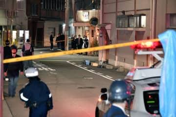 発砲事件があった兵庫県尼崎市の現場付近=27日午後6時29分