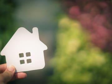 夫が自衛官で、住宅を購入したいものの、定年が早く老後のお金についても悩んでいるとのこと。ファイナンシャル・プランナーの深野康彦さんがアドバイスします。