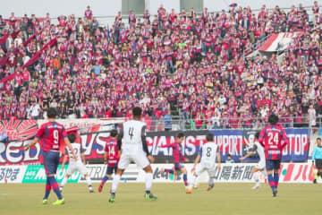 サポーターで真っ赤に染まったホーム戦のスタンド=2019年2月24日、シティライトスタジアム