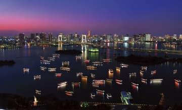 東京・お台場付近で停泊する屋形船(屋形船東京都協同組合提供)