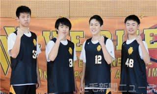 日本選手権での健闘を誓う新島学園の(左から)松本、岩田、坂東、秋山