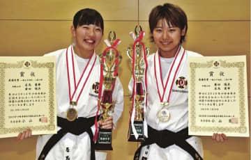 一般女子初段・2段の部で全国優勝した田辺西道院の廣田陽美さん(右)と居馬愛華さんの組