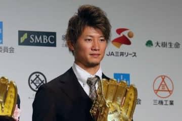 「第48回 三井ゴールデン・グラブ賞」の表彰式に出席した日本ハム・西川遥輝【写真:編集部】