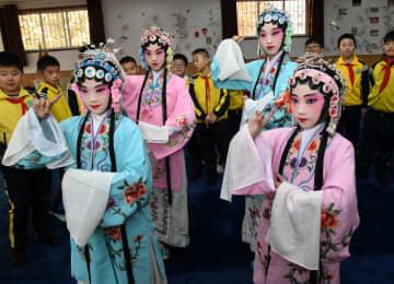 学校で京劇に親しみ、次世代へ伝承 山東省青島市