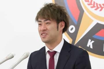 契約更改に臨んだ日本ハム・秋吉亮【写真:石川加奈子】