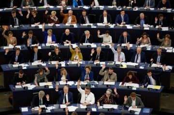「気候非常事態」宣言を採択するEU欧州議会=28日、ストラスブール(ロイター=共同)