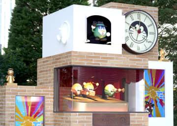 東京・お台場の商業施設「ダイバーシティ東京プラザ」前に設置されたドラえもんの巨大な仕掛け時計=29日午前