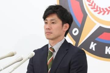契約更改に臨んだ日本ハム・吉川光夫【写真:石川加奈子】