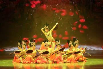 壁画から飛び出した天女 敦煌舞の美
