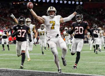 ATLANTA, GEORGIA - NOVEMBER 28: Taysom Hill #7 of the New Orleans Saints celebrates as he scores on a 30-yard touchdown run during the second quarter against the Atlanta Falcons at Mercedes-Benz Stadium on November 28, 2019 in Atlanta, Georgia.