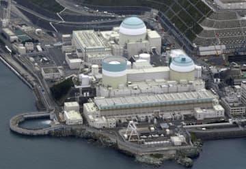 愛媛県伊方町の四国電力伊方原発、中央上が3号機