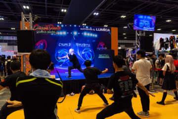 シンガポールにまでオタ芸は普及! 業界最大手「ルミカ」大閃光ブレードのリピーターが多い理由【C3AFA】